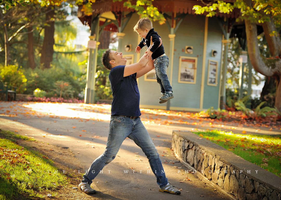 dad throws little boy in the air, photography in Victoria BC