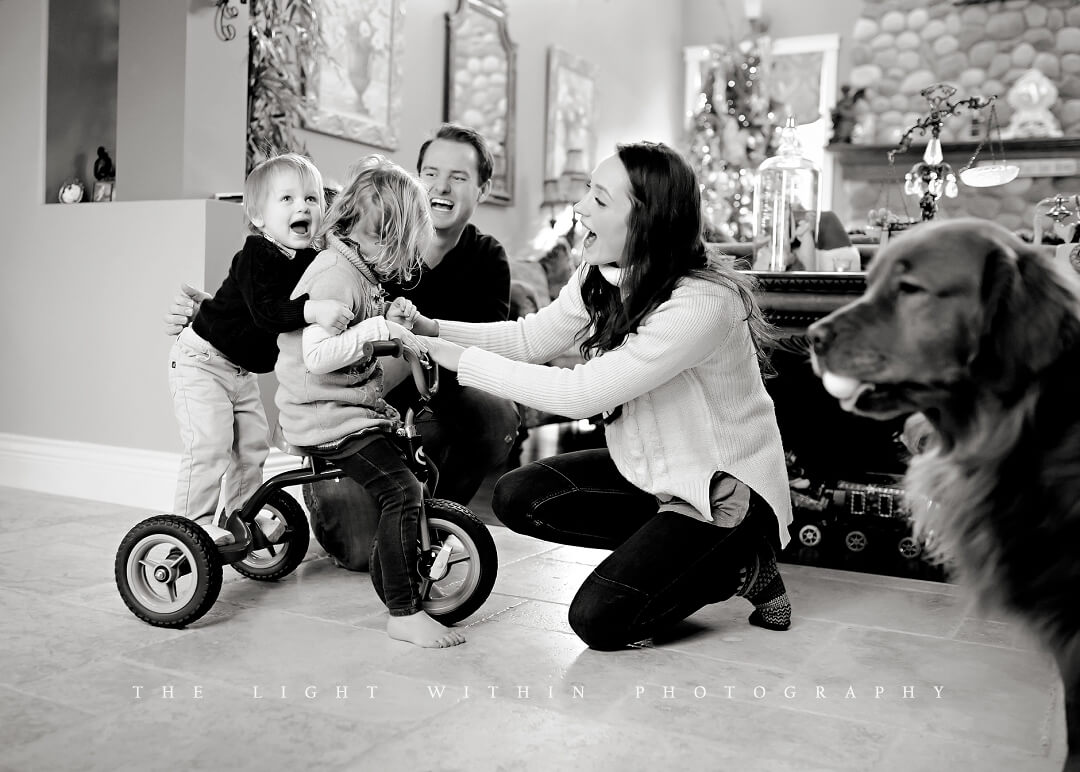 Christmas family at home Victoria BC photogrpaher